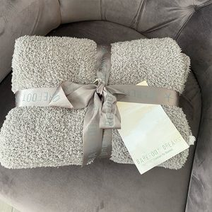 BAREFOOT DREAMS NWT CozyChic Contrast Tip Throw